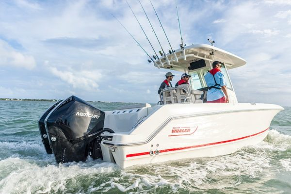 225hp_fs_bostonwhaler_saltwater_2017_running_15.png__1000x750_q85_autocrop_size_canvas_subsampling-2_upscale